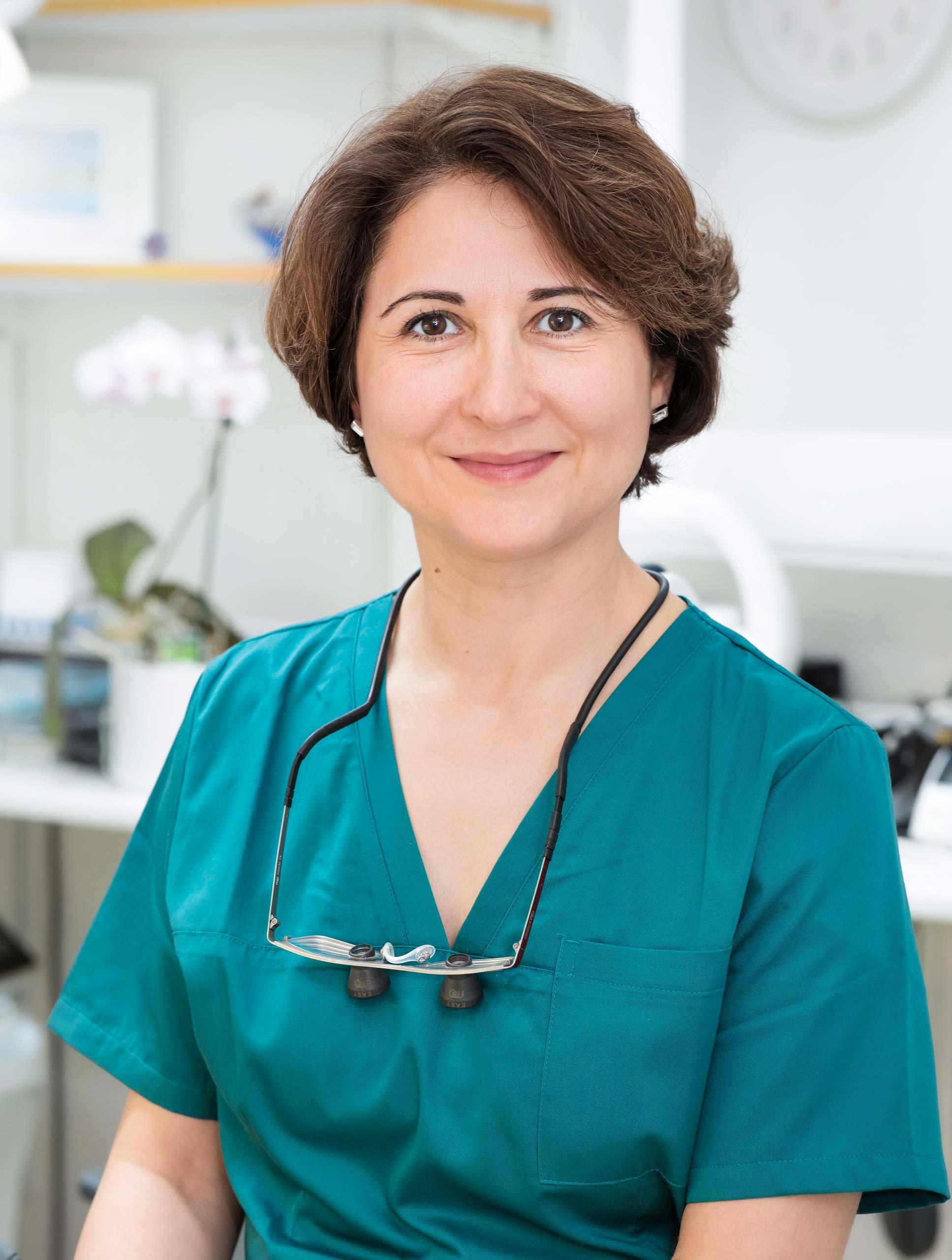 Tandläkare Jasmine Mostaghimi